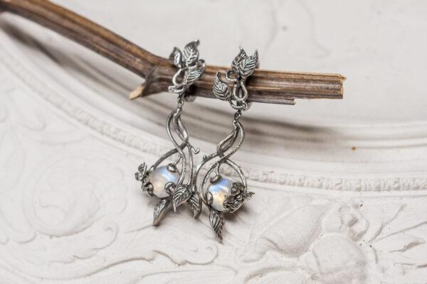 Серебряные серьги с лунными камнями