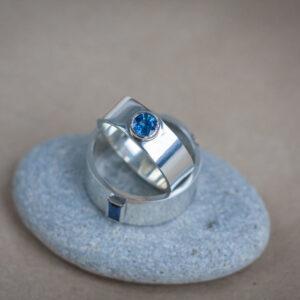 """Необычные обручальные кольца с сапфирами """"Зафирос"""""""