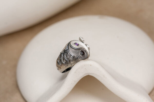 Крупное кольцо с гранатом