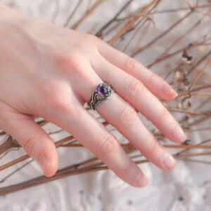 Женское серебряное кольцо в лесном стиле