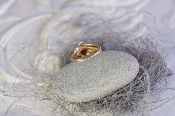 Бронзовое кольцо «АЛОНСАО» с солнечным камнем