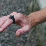 Стильное мужское кольцо-череп