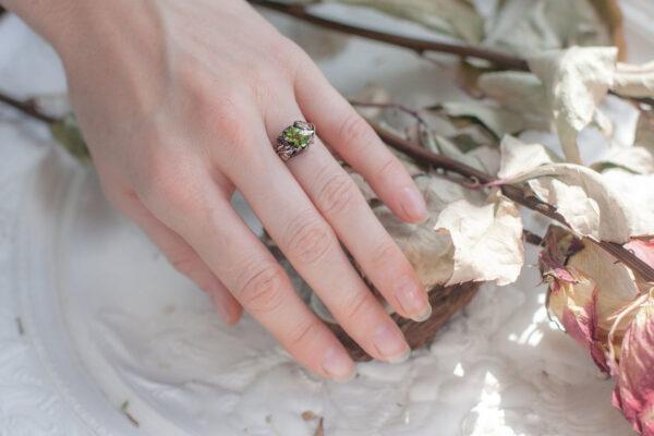Эльфийское кольцо с хризолитом