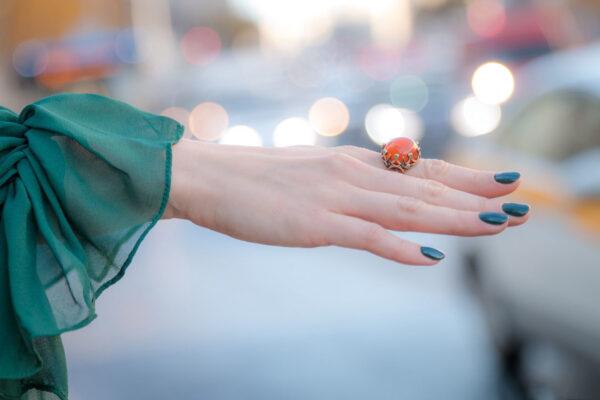 Крупное женское кольцо с сердоликом
