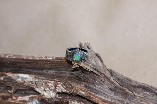 Кольцо унисекс из серебра с опалом