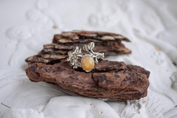 Кольцо из белого золота с опалом