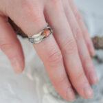 Стильное кольцо с солнечным камнем