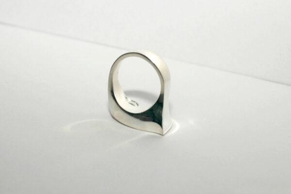 Необычное кольцо с турмалином