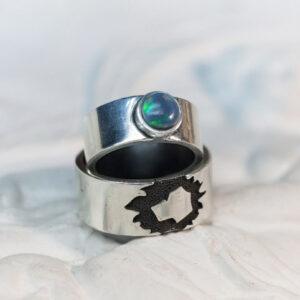 Серебряные обручальные кольца с опалом