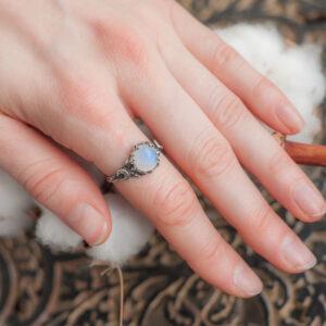 Серебряное кольцо с месяцем и лунным камнем «Лиана»