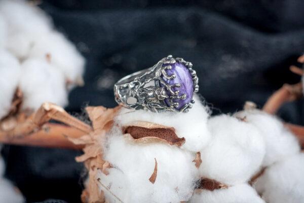 Серебряное кольцо с чароитом и совами