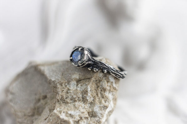 Эльфийское кольцо из серебра с лунным камнем