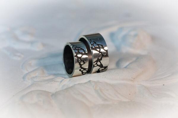Обручальные кольца из серебра с австралийским опалом