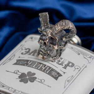 Мужское кольцо из серебра с рогатым черепом