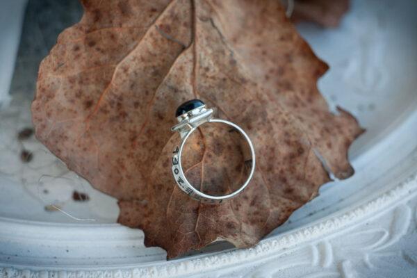 Мужское кольцо-амулет с рунами и сапфиром