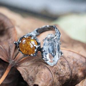 Серебряное кольцо с янтарем и кварцем