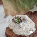 Кольцо из серебра с натуральным хризолитом