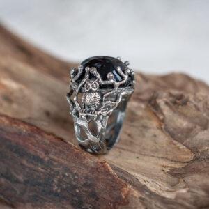 Серебряное кольцо с черным ониксом и совой