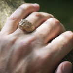 Кольцо из золота со львом
