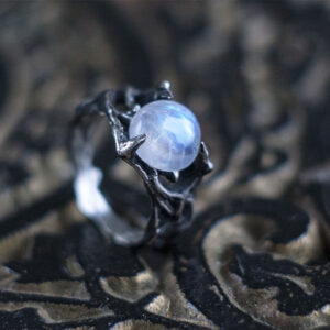 Серебряное концептуальное кольцо с Лунным камнем «Сфено»