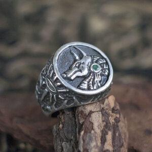 Мужской перстень из серебра с изумрудом