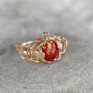 Бронзовое кольцо с солнечным камнем