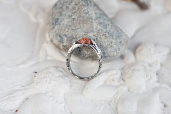 Кольцо с цветами и солнечным камнем