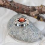 Кольцо в стиле флора с солнечным камнем