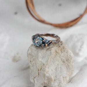 Бронзовое кольцо с топазом
