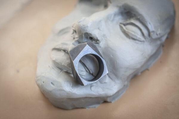 """Готовое мужское серебряное кольцо """"Полигоны"""""""