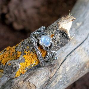 Сет серебряных колец с лунным камнем