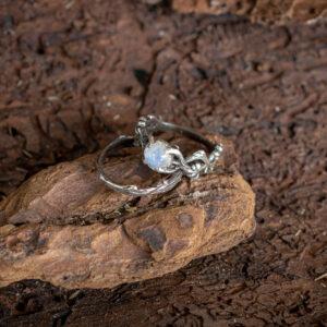 Нежный сет колец с лунным камнем