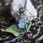 Эльфийский кулон с лунным камнем