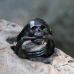 Черненое серебряное кольцо с черепом
