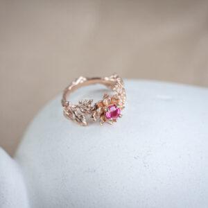 """Золотое кольцо """"Дэзира"""" с натуральным рубином"""