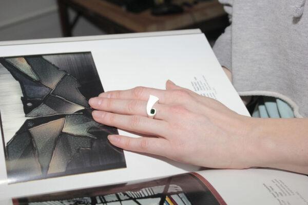 Минималистичное кольцо из серебра