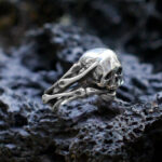 Байкерское серебряное кольцо с черепом