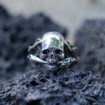 Мужское кольцо-череп из полированного серебра