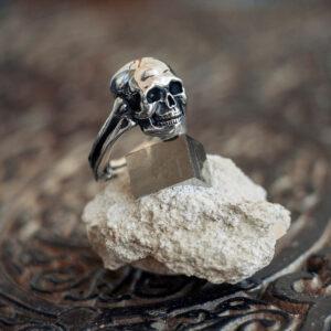 Серебряное мужской кольцо «Череп»