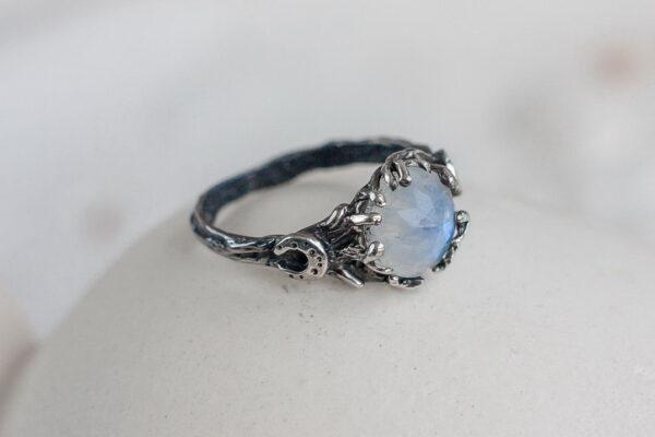 Кольцо для ведьмочки с лунным камнем