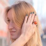 Роскошное кольцо с сердоликом и изумрудами