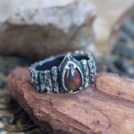Готическое кольцо с опалом