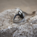 Фэнтезийное кольцо со змеей