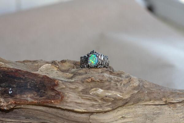 Кольцо с чёрным опалом «Алекто» в форме короны