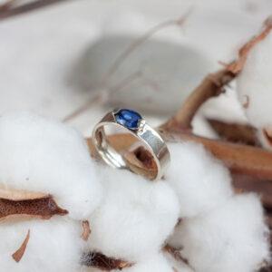 """Кольцо из белого золота """"ФЬОРД"""" с натуральным сапфиром"""