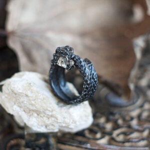 Серебряное кольцо в форме змеи «Гадюка» с алмазом Херкимера