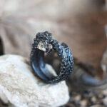 Серебряное кольцо в форме змеи