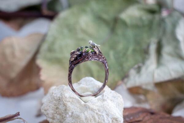 Серебряное кольцо с птичкой