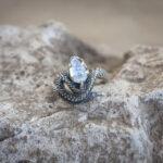 Кольцо со змеей и лунным камнем