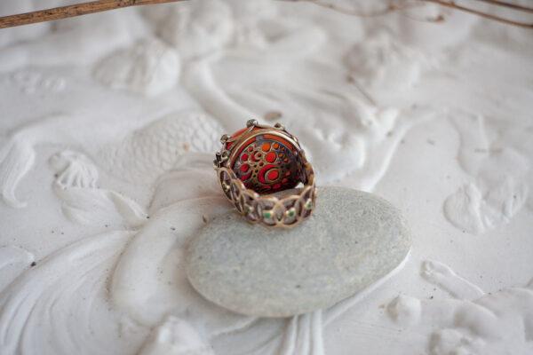 Крупное кольцо из золота с сердоликом